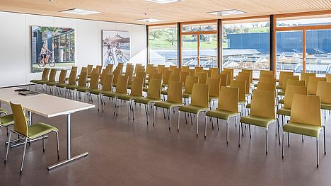 The seminar room for up to 100 people at FLYER in Huttwil can be rented.