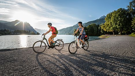 FLYER e-bike tour on gravel road along the lake for two