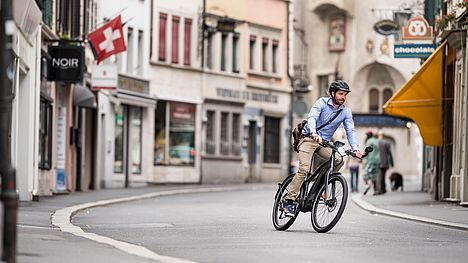 Fast commuting by e-bike with the FLYER Upstreet5