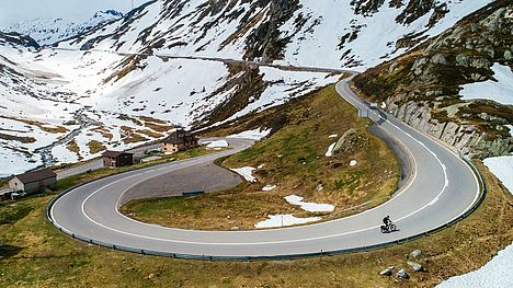 FLYER Tour con Crossover E-Bike in inverno sul Gottardo