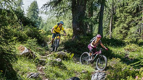 Enjoy a guided e-mountain bike tour with FLYER after work.